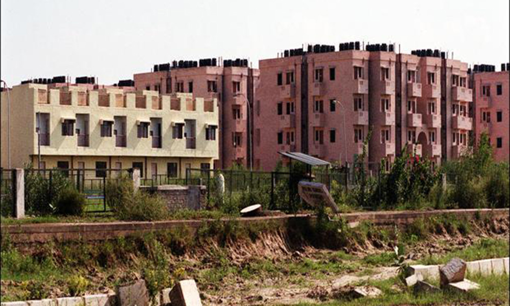 Liquidity crunch, defaults hit housing projects